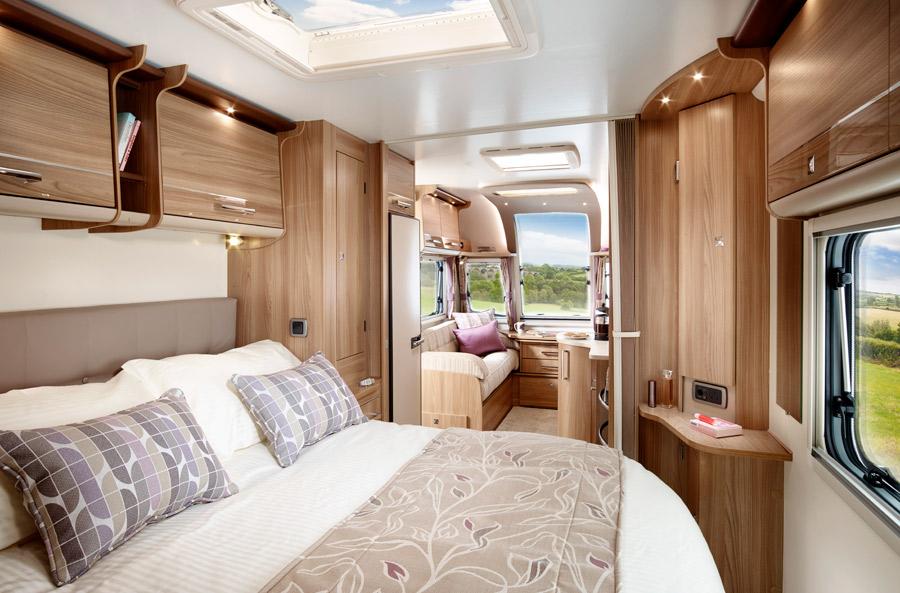postel v karavanu